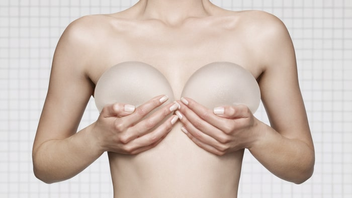 augmentation-seins-par-implants